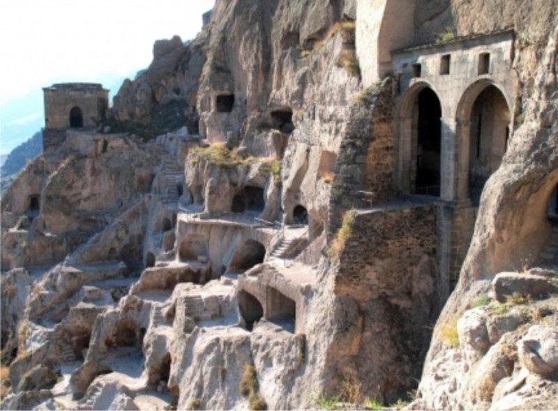 La grotta un focolare domestico millenario for Piani di caverna dell uomo